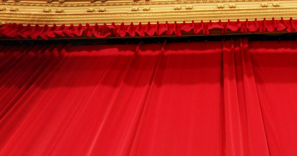 apertura de telon de teatro